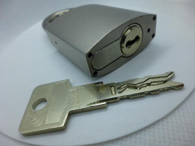 Навесной замок EVVA HRM с цилиндром EVVA 3KS, 2 ключа